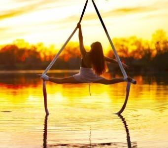 Kyla Cunningham - Aerialist / Acrobat
