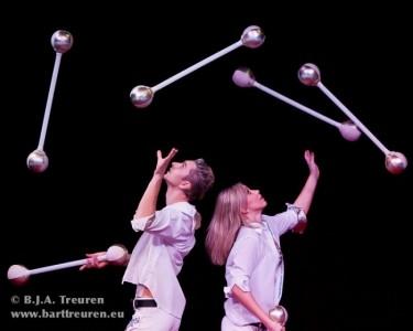 Jugglers Viktor and Viktoriya - Juggler