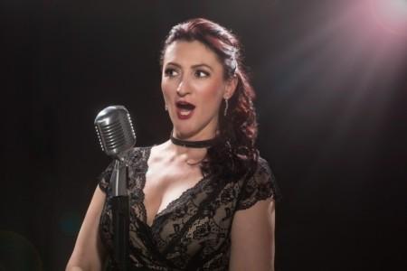 Valérie May - Female Singer