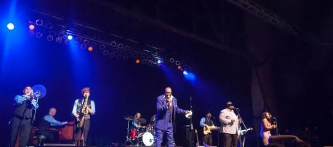 A DECADE Of SOUL - Classic Soul & Motown Revue & Tribute - Soul / Motown Band