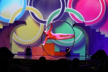Solo Cyr Wheel, Duo Statue, Duo Aerial silk - Cyr Wheel Act