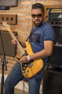 BUNNYMAN - Guitar Singer