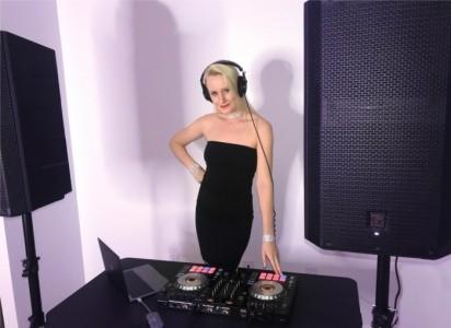 DJ Seena - Nightclub DJ