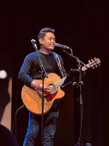 Leoh Kharlo - Guitar Singer