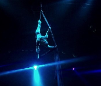 Jones kalutskikh - Aerialist / Acrobat
