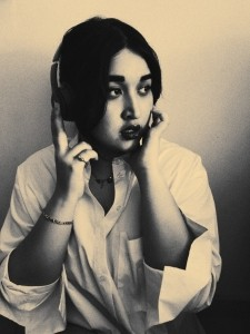 Qilahrose  - Female Singer