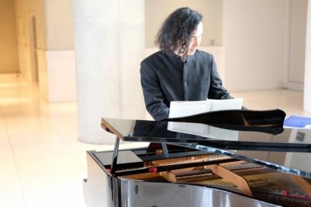 Shun - Pianist / Singer