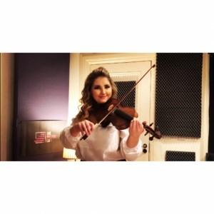 Roisin McGuinness - Violinist