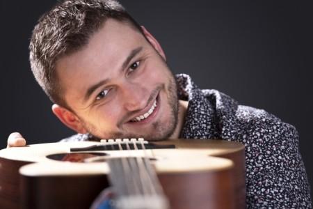 Jack Barnes - Acoustic Guitarist / Vocalist