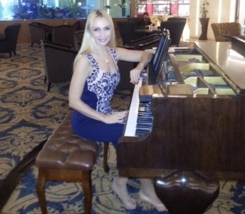 Kateryna - Pianist / Keyboardist