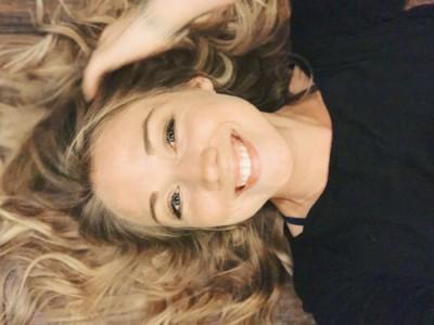 Alyssa Scott - Female Singer
