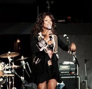 Stephanie Benson - Female Singer