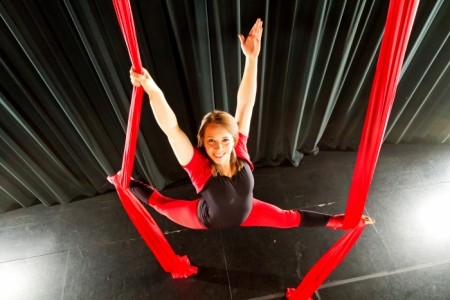 Laura Ernst Kinetic Entertainment - Aerialist / Acrobat