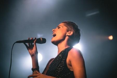 Sara Claro - Female Singer