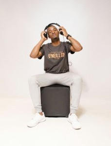 skYllo de navigator - Nightclub DJ