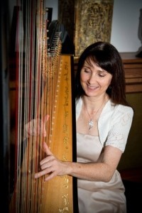 Oona Linnett - Harpist