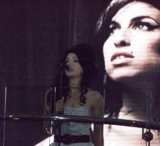 Ellie M - Production Singer