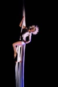 Leila Noone - Aerialist / Acrobat