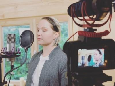 Elina - Female Singer