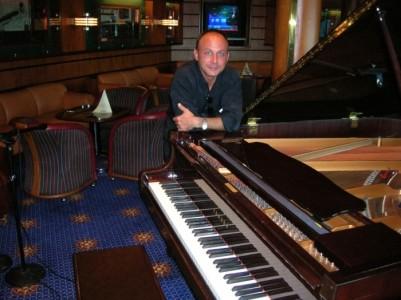 Steven Rhye - Pianist / Singer