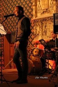 Morris - Guitar Singer