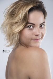 nina van overbruggen - Female Singer