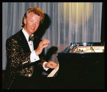Jon England  - Pianist / Keyboardist