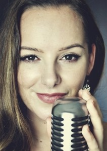 Hollie De Villier - Female Singer