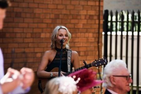 Daisy Kate - Acoustic Guitarist / Vocalist