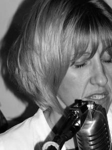 Lisa L Worth - Female Singer