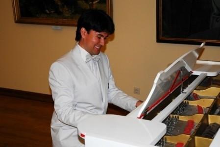 Andrey Dyachenko - Pianist / Singer