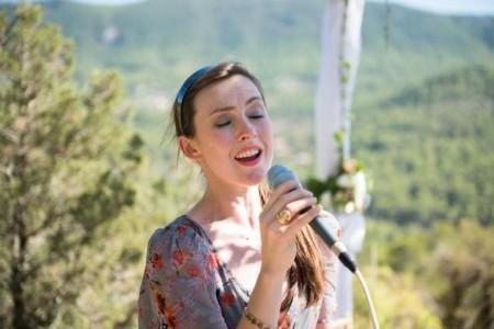 Emma Evans - Female Singer