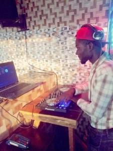 Dj jamz ace - Nightclub DJ