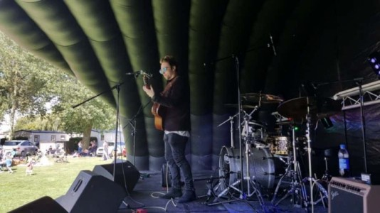 Eli Rivers - Guitar Singer