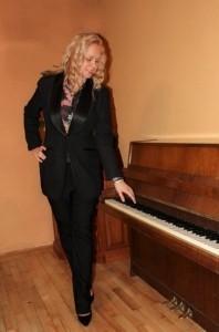 Aleksandra Derzhieva - Pianist / Keyboardist