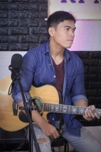 NICK SALVADOR - Acoustic Guitarist / Vocalist