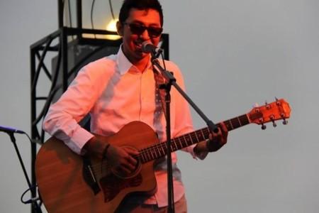 AL SUMEH - Guitar Singer