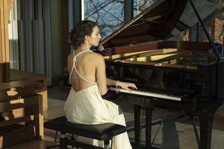 Jane Levkovskaya - Pianist / Singer