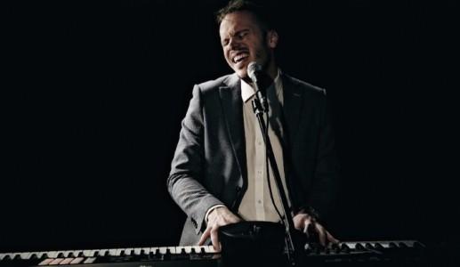 De La Fontaine - Pianist / Singer