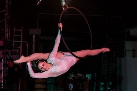 Eliana Wenick - Aerialist / Acrobat