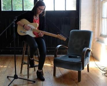Sara Robalo - Guitar Singer
