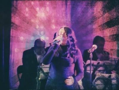 Venny Lemusie - Female Singer