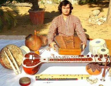 Dost Arora One Man Orchestra - Multi-Instrumentalist