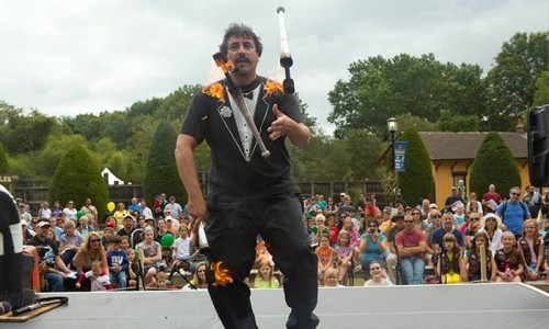 Keith Leaf - Amazing Fire juggler - Juggler