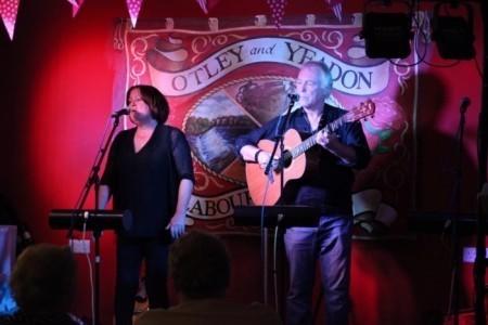 Paula & Stuart Tindall (Vocal & Guitar Duo) - Duo