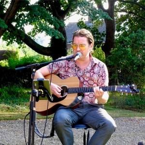 Thomas Sean - Wedding & Event Singer. Guitarist & Pianist - Wedding Singer