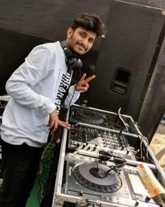 VIPLAV BORKAR - Nightclub DJ