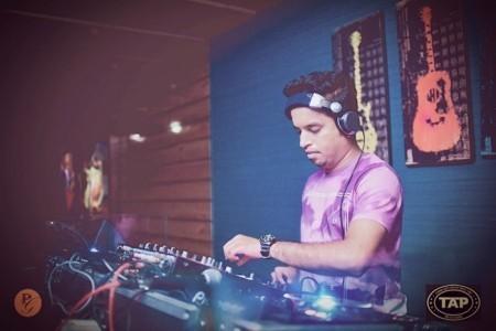 Dj sumit - Nightclub DJ