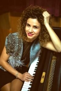 Andreea Alexievici - Pianist / Singer