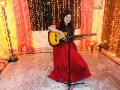 Sara Raza Khan - Female Singer